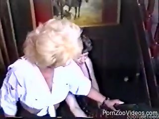 Mature dog fucking cam video in home scenery